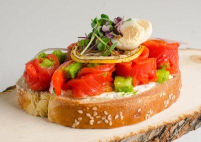 Бутерброд с неркой, творожным кремом и свежим огурцом. </BR> 250г / 390руб