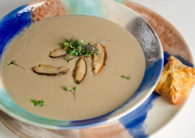 Крем-суп из боровиков с луковой икрой и пирожком с груздями  </br>300г / 380руб