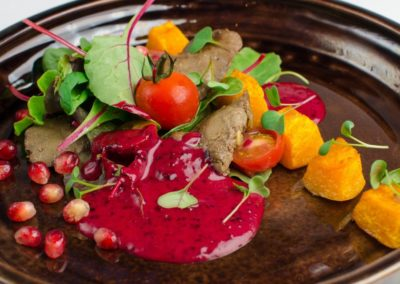 Печень кролика с печеной тыквой, зеленым салатом да моченой брусникой </br> 230г / 510 руб