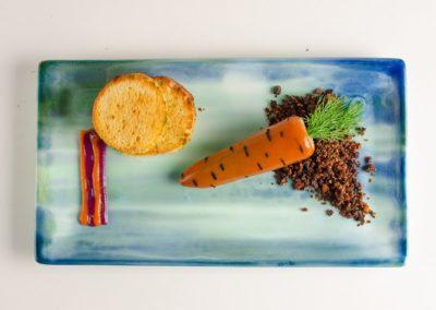 Сливочный паштет из печени кролика с грильяжем из фундука и лука и острым яблочным джемом. </BR>170г / 440руб