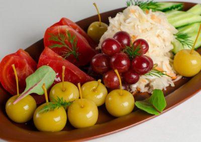 Засолили и заквасили: огурцы, томаты, капуста, виноград. </BR>250г / 360руб
